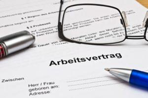 Die Kündigung des Arbeitsvertrages muss bestimmten Anforderungen genügen.